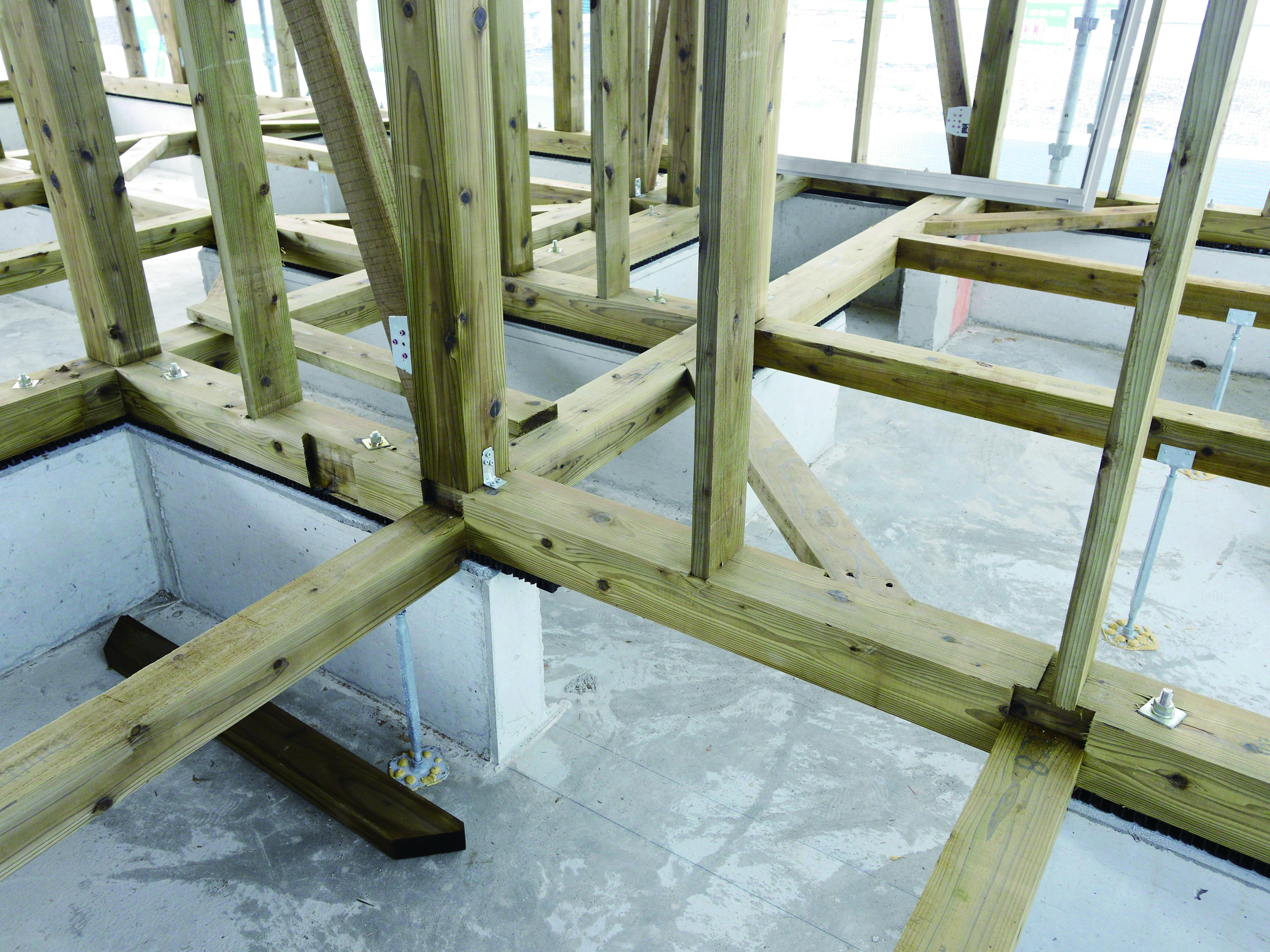 緑の柱(構造材5).jpg